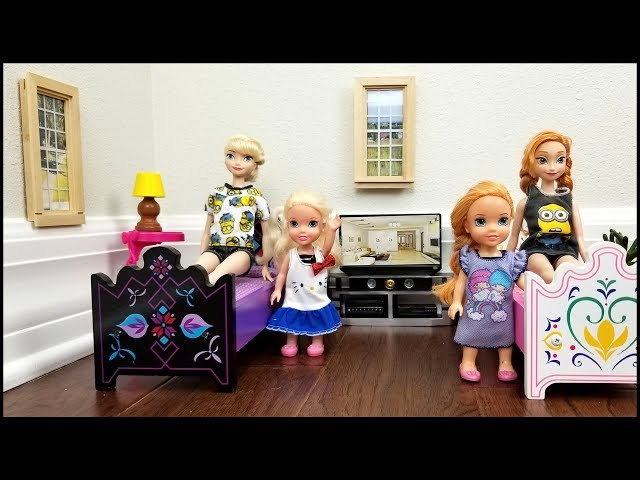 HOTEL ! Elsa  Anna toddlers relax and play - room service - lunch - bath - vacation - adventure