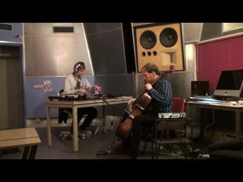 Sutsche & Fello / performing at STEIM's studio 2