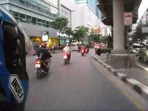 Moto taxi à Bangkok.wmv