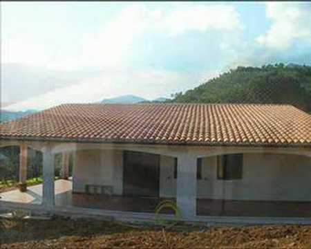 Casa prefabbricata in cemento armato 210 mq con veranda for Piccola casa con avvolgente portico