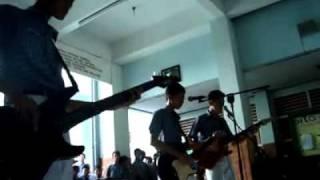 Equivalend Band Live @SMP Negeri 7 Semarang - Hitamku (Andra & The Backbone)