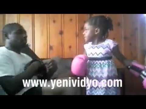 Doğuştan Boksör Kız - Babasını Nakout Ediyor