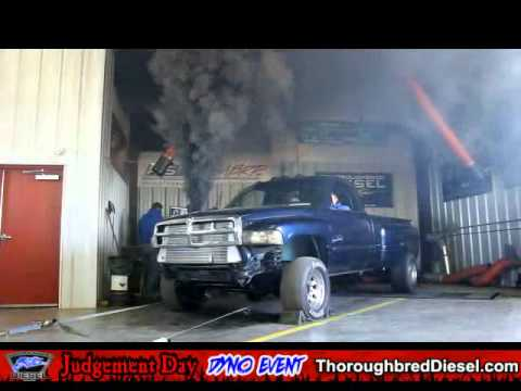 Diesel Truck Smoke Out with Backfire, Cummins Black Smokes Thoroughbre