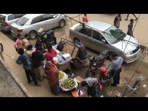 Daily Pack 30: Sidewalk Food Vendors, Rickshaws Waiting For Customers