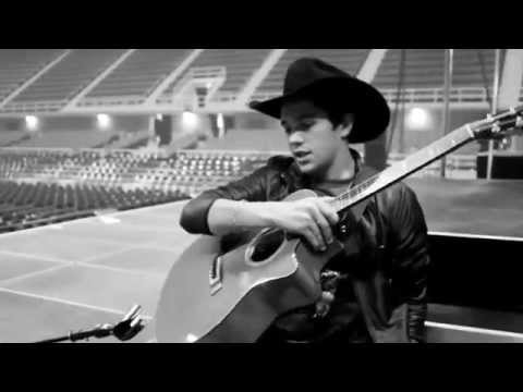 #TourLife Austin sings Michael Jackson & George Strait & gets cowboy hats