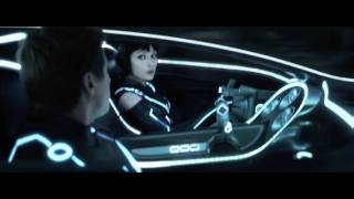 Thumb 1 minuto de TRON: LEGACY, Quorra y Sam en el light car