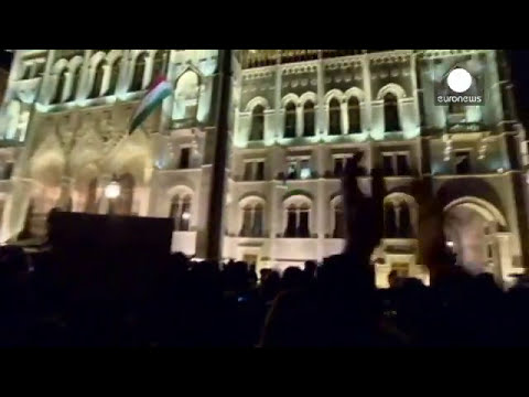 Hungary shelves Internet tax after mass protests