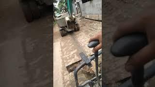 Máy xúc đẩy cối say