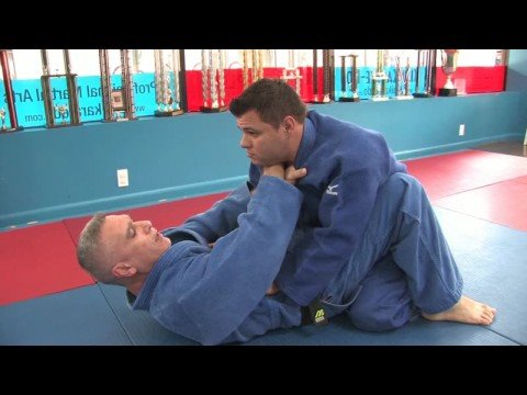 Jiu-Jitsu & Judo Submission Moves : Jiu-Jitsu & Judo Submission Moves: Cross Grip Chokes Image 1