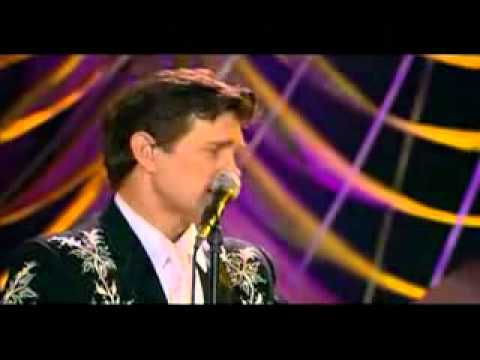 Chris Isaak - Santa Claus Is Coming to Town