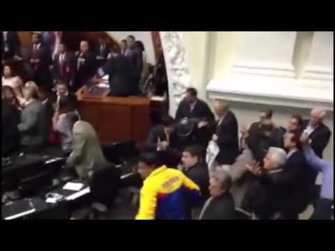 ¡INEDITO! Video de la golpiza en la Asamblea Nacional