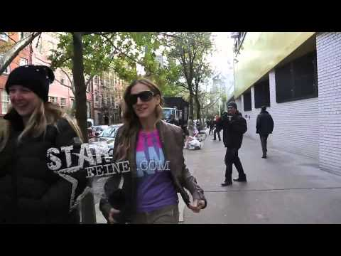 Sarah Jessica Parker Shows Off Her Obama Shirt While Leaving the Polls and Tells Paparazzi To Vote.