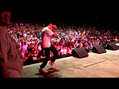 Chris Brown dancing to Billie Jean.....Lil Wayne AMW Tour Virgina Beach