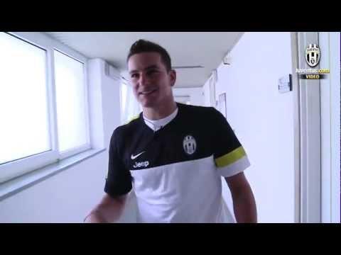 Il centrocampista, in esclusiva per Juventus.com, ci accompagna nelle sale della scuola alberghiera di Chatillon/Saint Vincent che ospita i bianconeri dall'i...