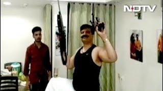 Watch: हथियार लहराते हुए Dance करते नजर आए BJP से निलंबित विधायक Pranav Singh
