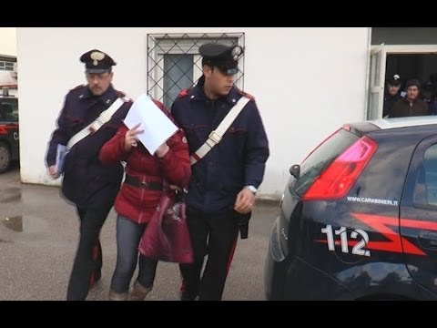 http://www.pupia.tv - Caserta - Ci sono anche un commercialista di Napoli e un vigile urbano di Carinaro (Caserta), tra i 12 arrestati, venerdì mattina, dai ...