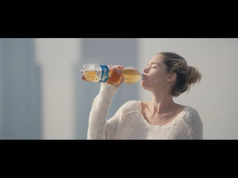 Rivella Commercial met Doutzen Kroes