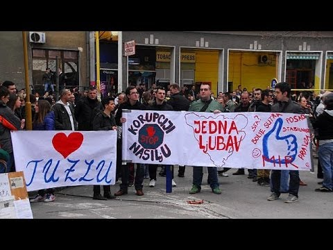 Unrest in Bosnia as protesters demand resignation of government