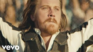 Watch Kings Of Leon Beautiful War video