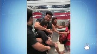Jovem é agredido no Metrô de SP por causa de skate