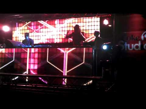 DJ Dilson Playing Black Motion(Lazy Song) live