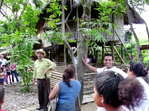 Amorfinos en el Parque Historico de Guayaquil