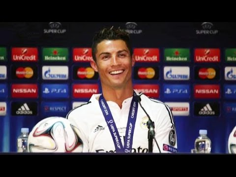 فيديو.. فيرغسون يسلم رونالدو جائزة أحسن لاعب في مباراة السوبر الأوروبي