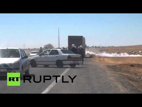 RAW: Turkish police teargas Kurds trying to cross into Syria