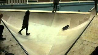 Stadtbad Berlin Skating auf Dreieck bahn Neuheit