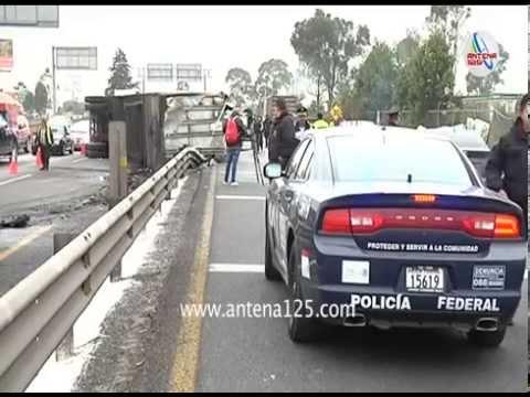 Volcadura de trailer afecta autopista Toluca-Atlacomulco
