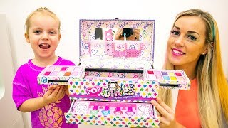 Gaby and Mommy Pretend Play with Makeup Toys