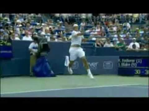 Service and Forehand by Federer (Slow motion)