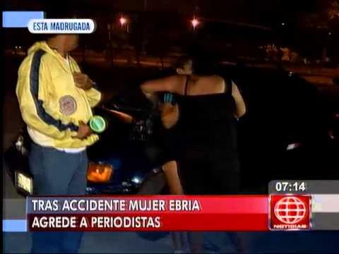 América Noticias: Mujer ebria agredió a periodistas tras sufrir accidente en Comas