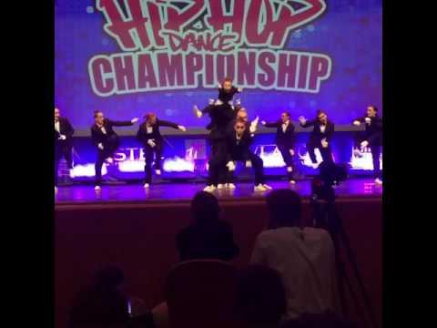 Школьники танцуют. Дети танцуют. Международный чемпионат.