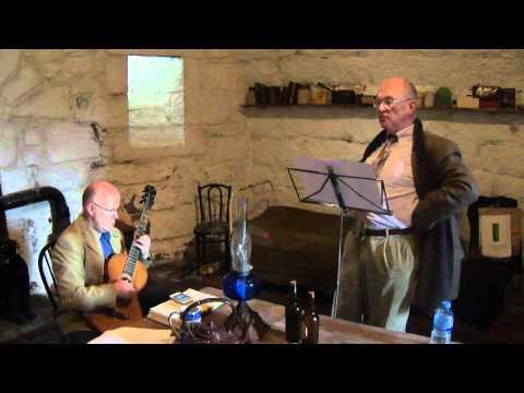 Brian O'Lynn en Martello Tower con la guitarra de James Joyce (Ensayo).