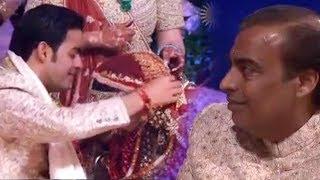 Mukesh Ambani Breaks Down As Son Akash Ambani Fills Bahu Shloka Mehta's Maang At Wedding Ceremony