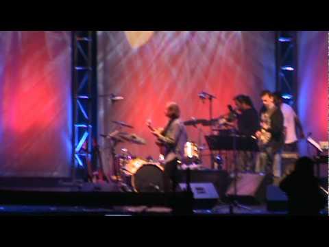 Brian Hughes. Son y Lola. Providencia Jazz 2011. 11-01-01.