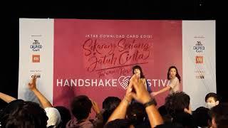 Download Lagu Detik-detik insiden pelemparan terhadap KinalJKT48 @HS Tadaima Renaichuu Gratis STAFABAND