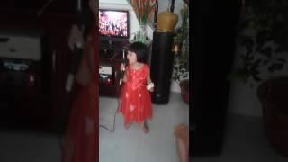 bé oanh hát karaoke