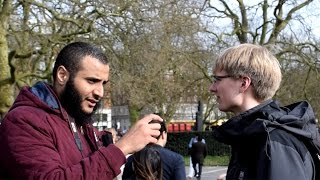 Video: Prophet Jesus in Islam explained to a German tourist - Mohammed Hijab