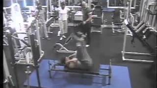 spor salonunda komik kaza - Funny Accident in Gym :)))).FLV