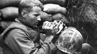 20 EMOTIONAL HISTORICAL PHOTOS OF SOLDIERS AND THEIR PETS