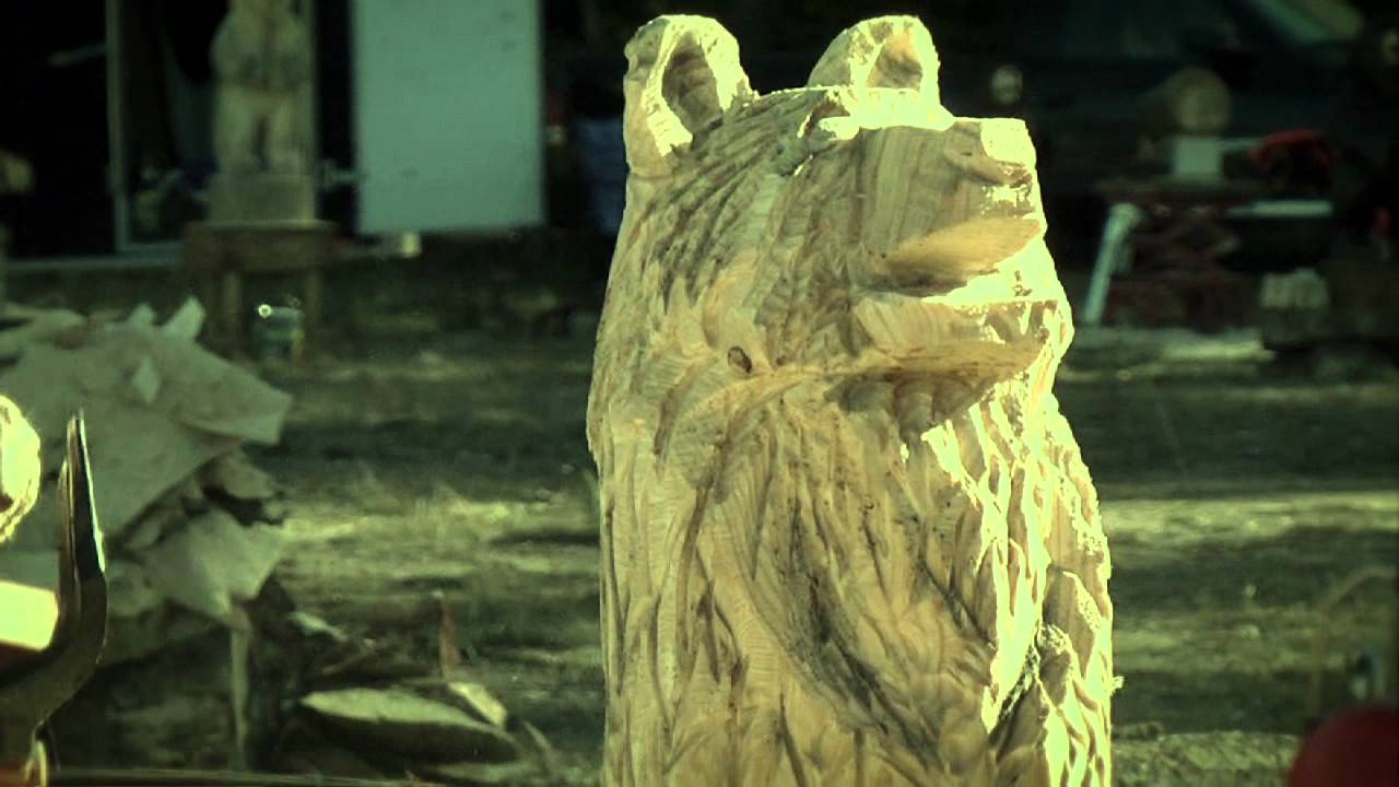 Chainsaw carving at the big buzz festival