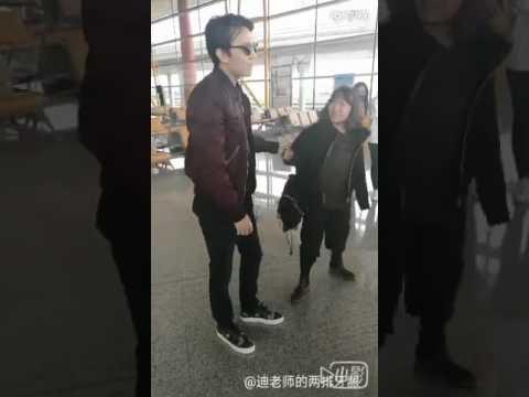 Димаш 15 марта - В бодром здравии обнимает фанаток в аэропорту
