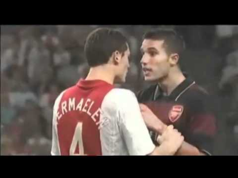 Vermaelen and van Persie Fight