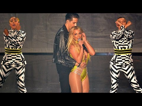 Britney Spears CROTCH GRABS G-Eazy During 2016 MTV VMAs Performance