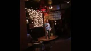 Luis Miguel cantando borracho en un bar de san francisco