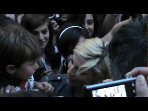 Emma firma autografi – Parco della Musica (Dream On)_Roma – 27.05.2012