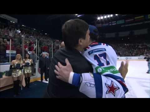 Ковальчук передает приз MVP Дадонову! / Kovalchuk shares Gagarin Cup MVP honour with Dadonov