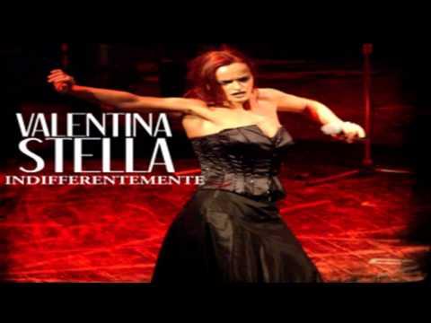 """Valentina Stella – """"Indifferentemente"""" nel film """"Il Principe abusivo"""" di Alessandro Siani"""